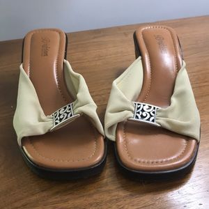 Brighton/Isabel shoes. Size 9. Made in Italy